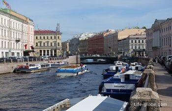 Green bridge (Zeleniy Bridge) in Saint Petersburg, across the Moika along the axis of Nevsky Prospect
