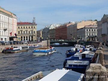Зеленый мост в Санкт-Петербурге, через Мойку по оси Невского проспекта
