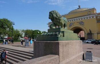 Дворцовая пристань со львами в Санкт-Петербурге