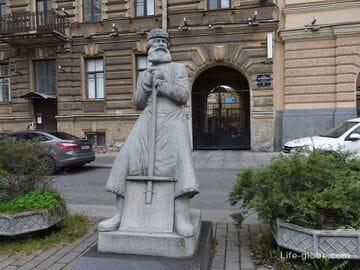 Памятник дворнику в Санкт-Петербурге