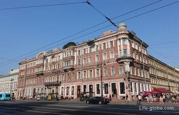 Музей-фотосалон Карла Буллы в Петербурге (дом Ушаковых и памятник фотографу)