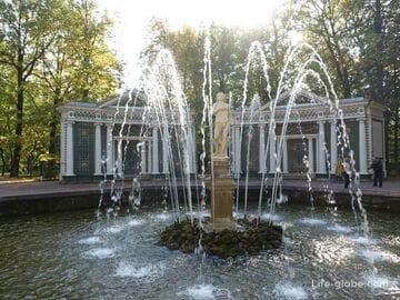 Фонтаны Адам и Ева в Петергофе (Санкт-Петербург)