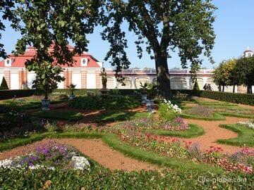 Монплезир в Петергофе: дворец Монплезир, Монплезирский сад, Екатерининский и Банный корпуса (фото, видео, описание)