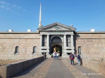 Невские ворота Петропавловской крепости в Санкт-Петербурге (ворота смерти)