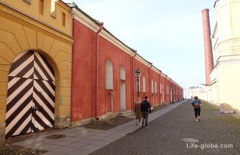 Васильевская куртина и Васильевские ворота Петропавловской крепости, Санкт-Петербург