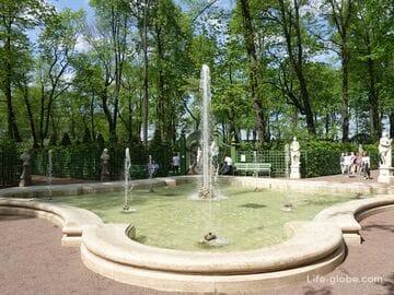 Летний сад в Санкт-Петербурге - старейший в городе