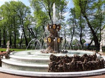 Коронный фонтан в Санкт-Петербурге (в Летнем саду) - лучший в центре города