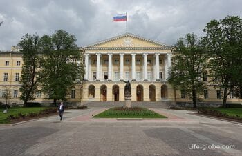 Smolny in St. Petersburg: Institute for Noble Maidens (Museum) and Garden-Parterre