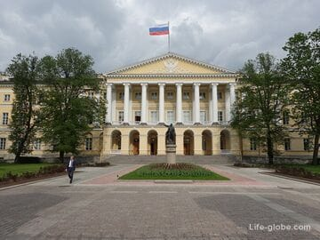 Смольный в Санкт-Петербурге: институт благородных девиц (музей) и сад-партер