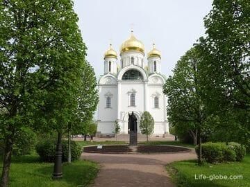 Соборная площадь с Екатерининским собором и музеем в Пушкине, Санкт-Петербург (Царское Село)
