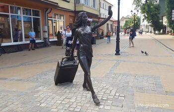 Скульптура «Курортница» в Зеленоградске