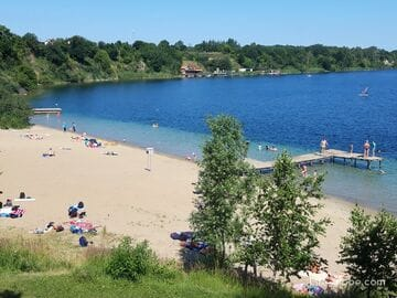 Пляж озера Янтарного (Синявинского), Янтарный, Калининградская область