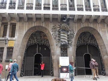 Дворец Гуэля в Барселоне (Palau Güell) - музей: фото, крыша, залы, сайт, описание