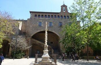 Госпиталь Святого Креста в Барселоне - библиотека Каталонии (l'Hospital de la Santa Creu - Biblioteca de Catalunya)