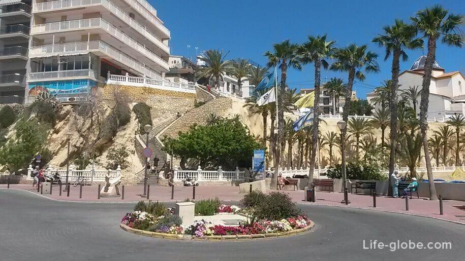 Достопримечательности Бенидорма - площадь возле порта
