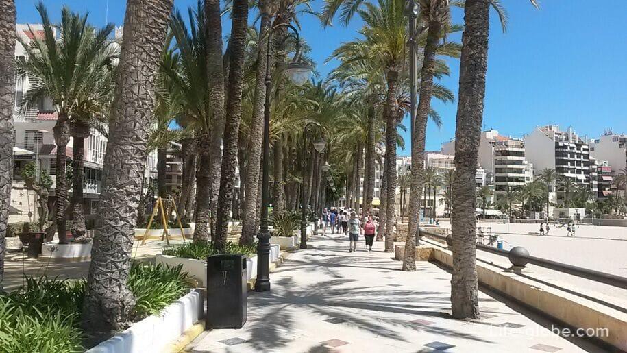 Достопримечательности Бенидорма - набережная пляжа Поньенте