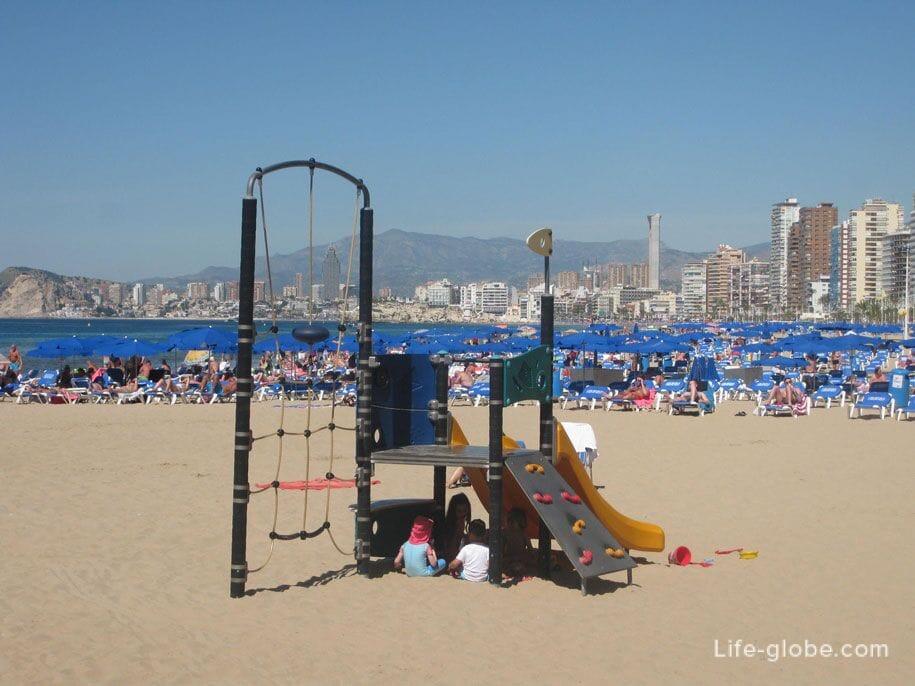 Детские площадки на пляже Леванте, Бенидорм