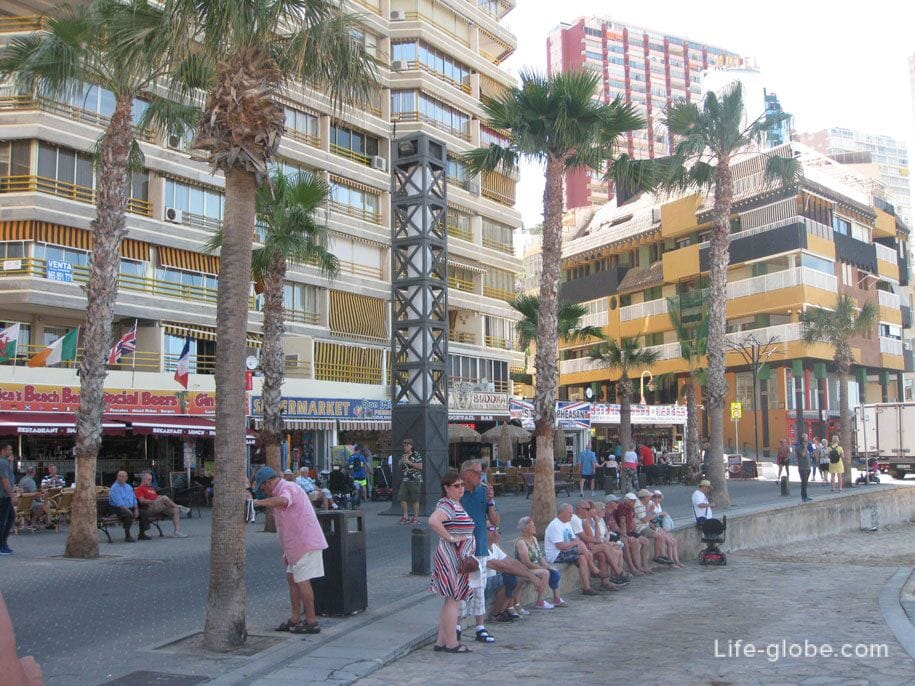 Набережная пляжа Леванте в Бенидорме