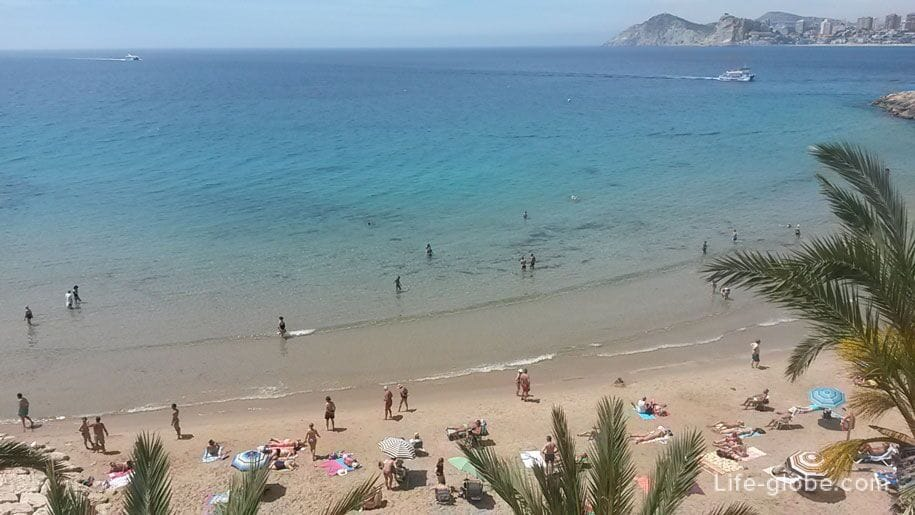 Море пляжа Маль Пас в Бенидорме
