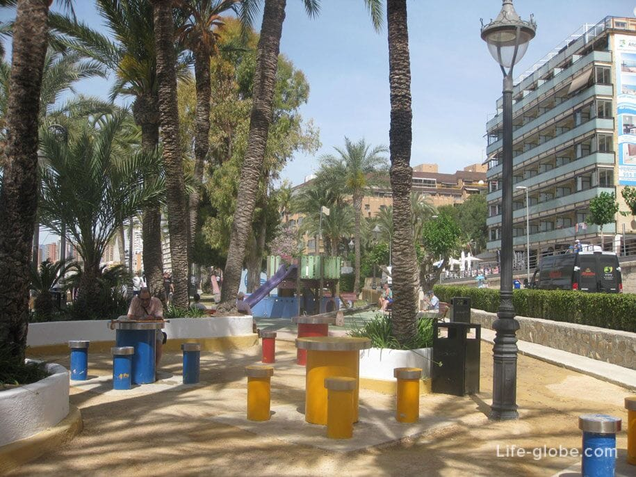 Парк Эльче в Бенидорме, Испания