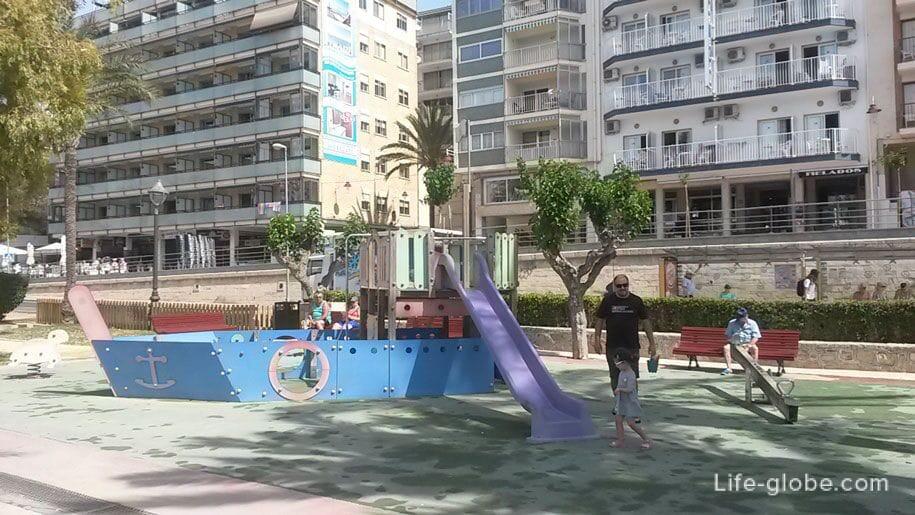 Детская площадка в парке Эльче, Бенидорм