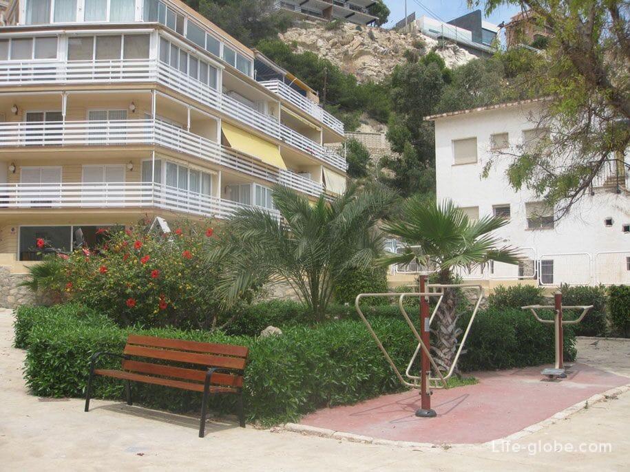 Парк возле пляжа Поньенте, Бенидорм