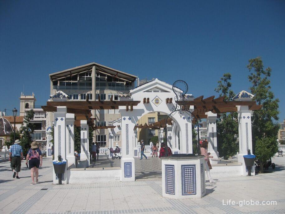 Достопримечательности Бенидорма - площадь у Балкона Средиземноморья