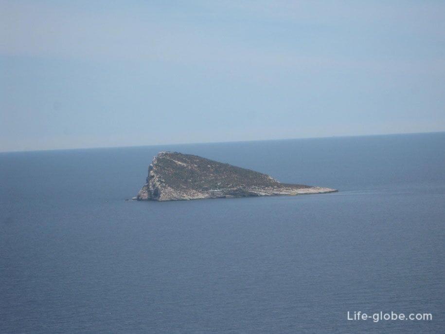 Вид на остров Бенидорм со смотровой площадки горы Тоссаль-де-Кала
