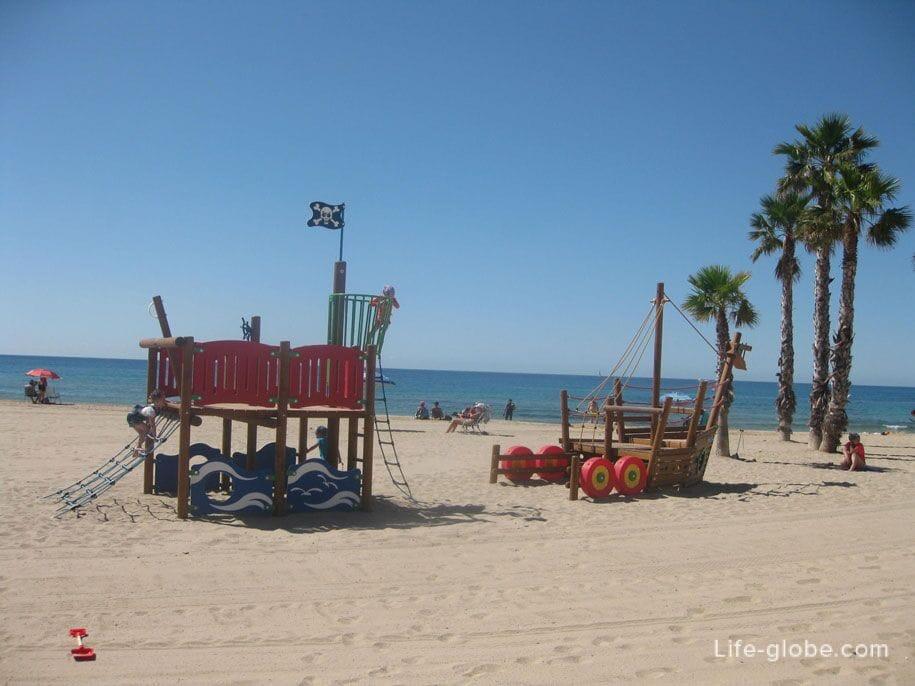 Детские площадки на пляже Ареналь, Кальпе