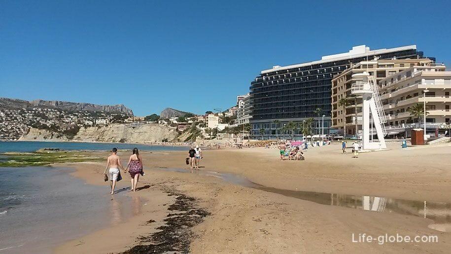 Западная часть пляжа Ареналь-Бол