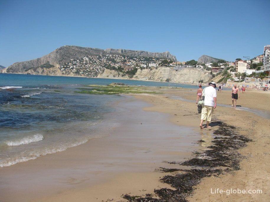 Западная часть пляжа Ареналь-Бол в Кальпе
