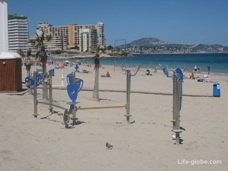 Спортивная площадка на пляже Ла Фосса в Кальпе