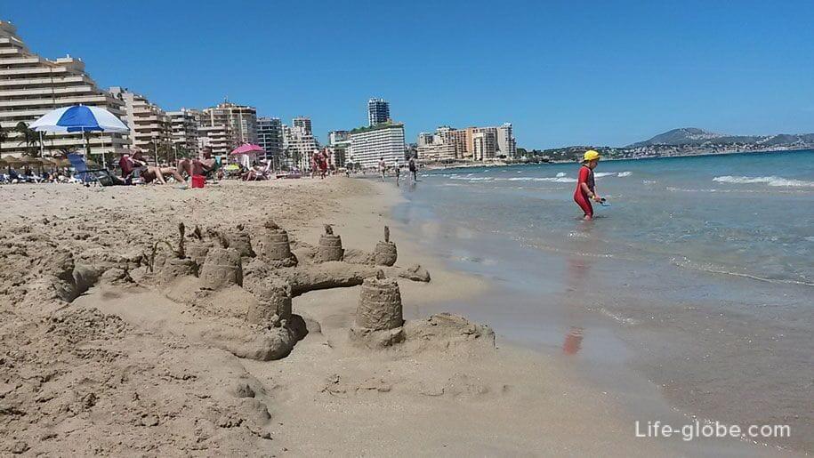 Песчаный пляж Ла Фосса в Кальпе