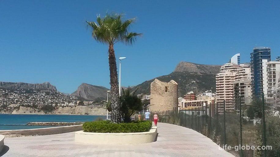Набережная и исторический памятник Moli del Morello, Кальпе