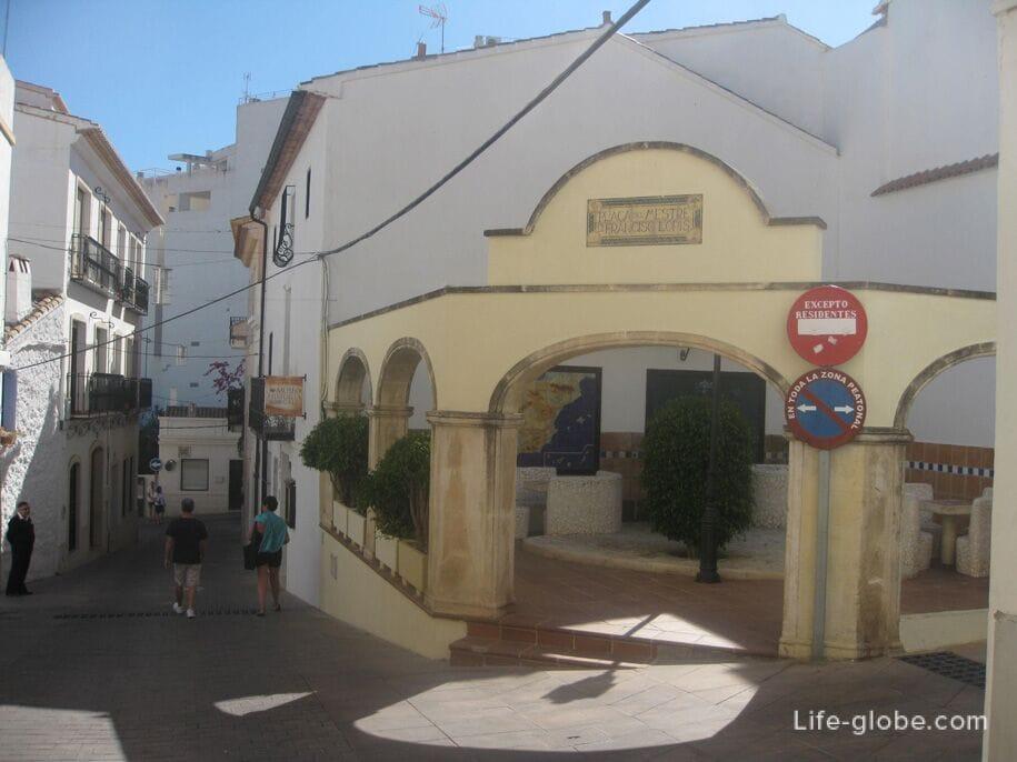 Достопримечательности Кальпе - площади старого города