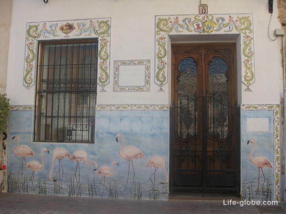 Разрисованные стены домов старого города Кальпе