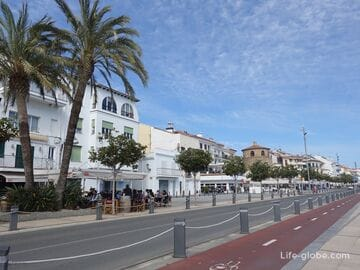 Port area of Cambrils: port and main embankment