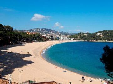 Пляж Феналс в Льорет-де-Мар (Playa de Fenals) – второй по величине пляж Ллорета