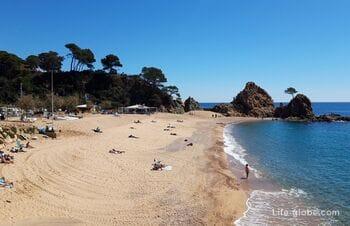 Пляж Менуда, Тосса-де-Мар (Playa de la Mar Menuda) - второй по популярности в Тоссе