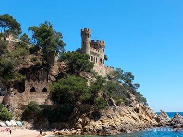 Замок на пляже в Льорет-де-Мар (Castell d'en Plaja) - визитная карточка города