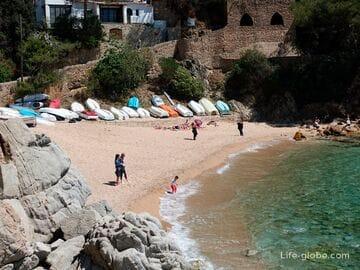 Пляж Са-Калета в Льорет-де-Мар (Playa de Sa Caleta) - рыбацкая бухта под замком