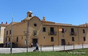 Комплекс Сан-Мигель в Тосса-де-Мар - старая больница: культурный центр и часовня (antiguo Hospital de San Miguel / Casa de la Cultura)