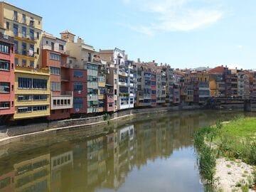 Дома и мосты реки Оньяр в Жироне - визитные карточки города