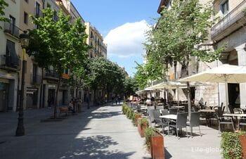 Rambla de la Libertat in Girona - main tourist street of the city