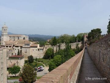 Fortress wall in Girona (Muralla de Gerona)
