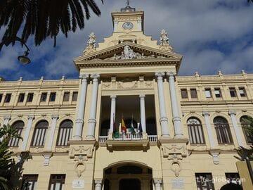 Городская Ратуша и сады Луиса Алонсо в Малаге - исторические памятники культуры