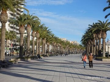 Boulevard of king Jaime I in Salou - place for walking and relaxing