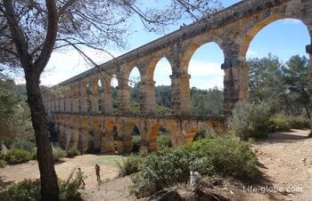 Акведук или мост Дьявола в Таррагоне (Aqüeducte de les Ferreres / Pont del Diable)
