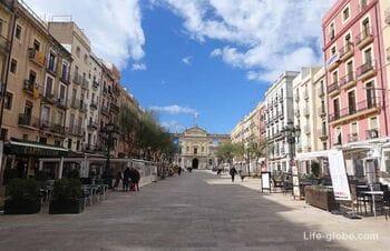 Площадь де ла Фонт, Таррагона (Placa De La Font) - центральная площадь города