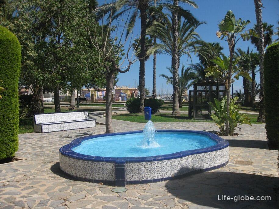 Парк возле пляжа Асекьон, Торревьеха